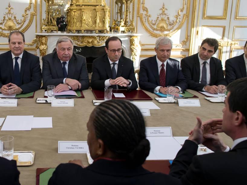 O presidente da França, François Hollande, durante encontro com os membros do Parlamento francês e do Senado, nesta quinta-feira (08)