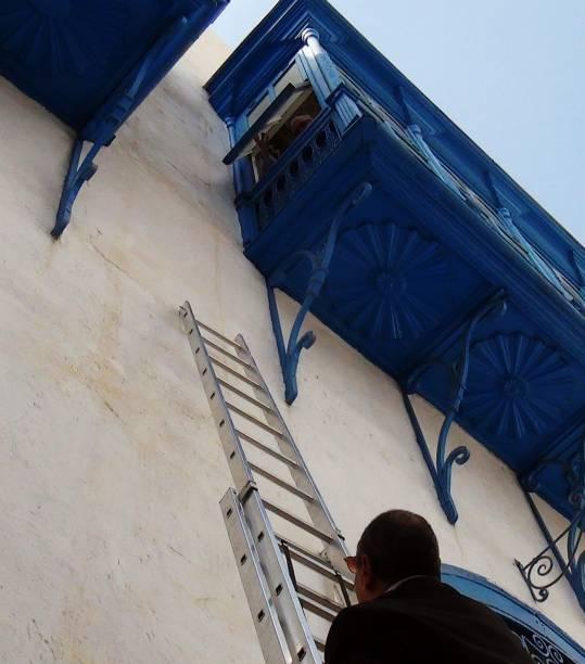 Reféns são vistos no interior do Museu do Bardo em Túnis, capital da Tunísia durante ataque terrorista que deixou ao menos 20 mortos - 18/03/2015