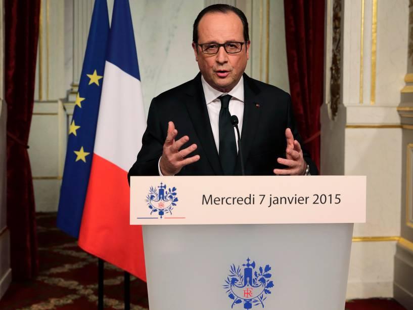 Coletiva pelo presidente François Hollande, depois que homens armados invadiram os escritórios da revista francesa Charlie Hebdo, em Paris. Pelo menos 12 pessoas morreram durante o ataque