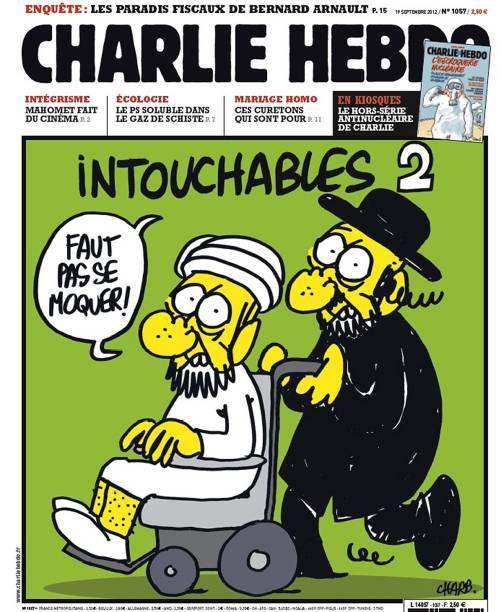 """Charge publicada pela revista Charlie Hebdo em 2012 mostra um judeu ortodoxo empurrando uma cadeira de rodas com um homem de turbante. Ambos avisam ao leitor: """"Não ria!"""". Acima, há o título """"Intocáveis 2"""", em referência ao filme que foi sucesso de bilheteria do cinema francês"""