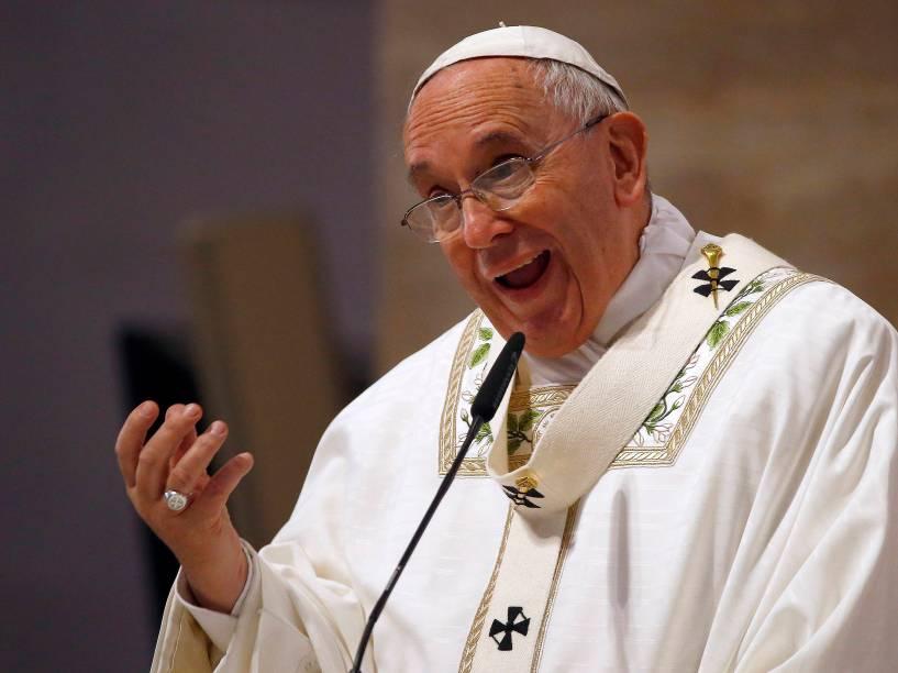 Papa Francisco fala durante missa na Catedral de Manila, nas Filipinas - 16/01/2015