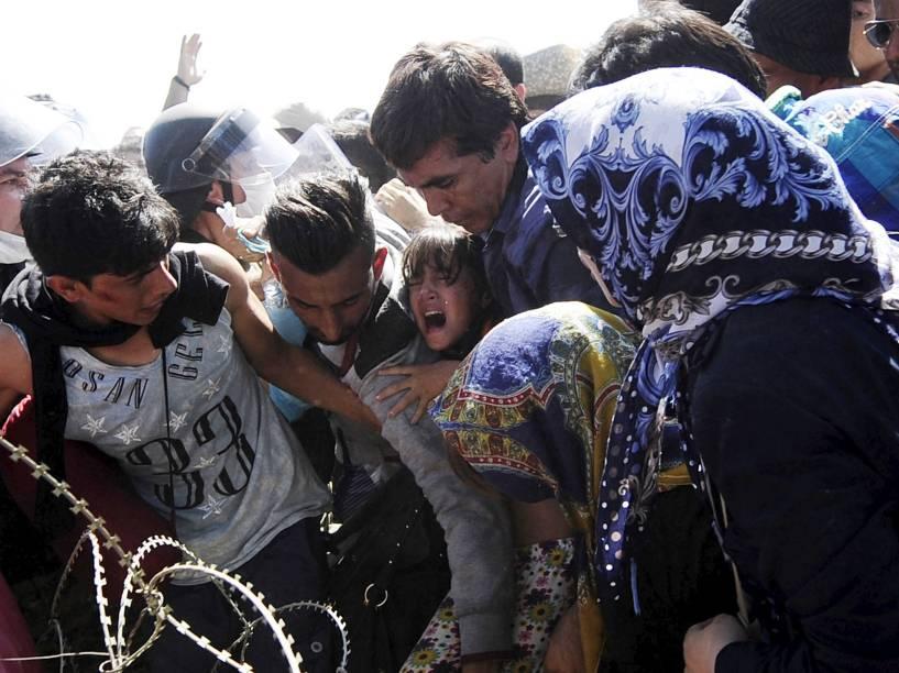 Multidão de refugiados tenta entrar na Macedônia através da fronteira com a Grécia na cidade de Gevgelija - 02/09/2015