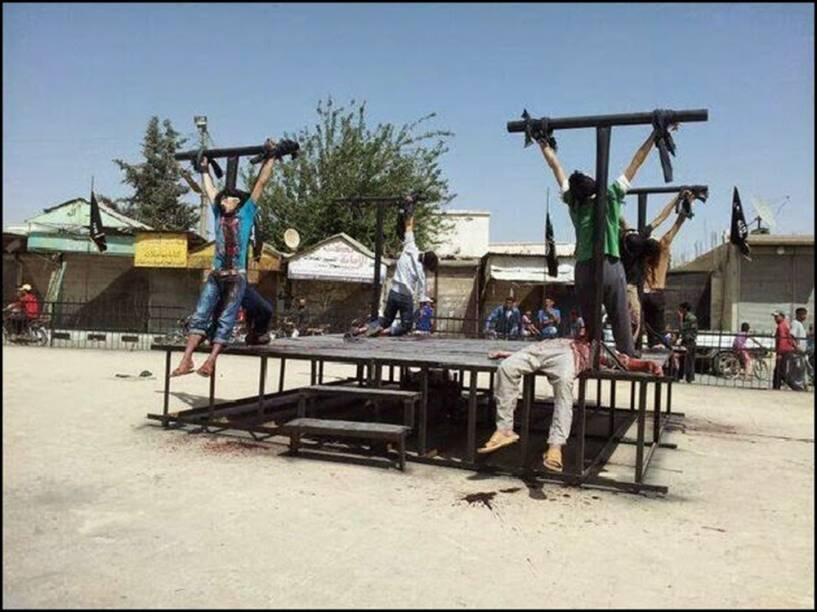 Cristãos crucificados pelo Estado Islâmico em Aleppo na Síria