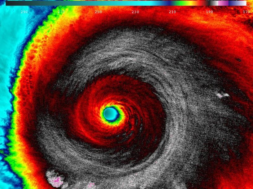 Furacão Patricia, tempestade de categoria 5, é vista em uma imagem infravermelha obtida pelo satélite Suomi NPP da NASA