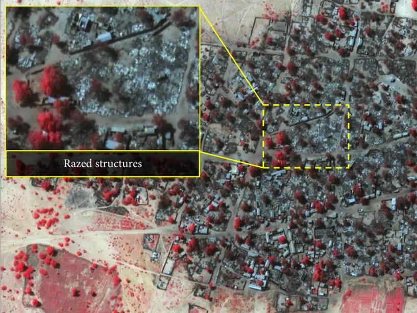Imagem de satélite do dia 07 de janeiro da vila Doro Baga, na Nigéria. O detalhe mostra a maior parte das estruturas da vila destruídas