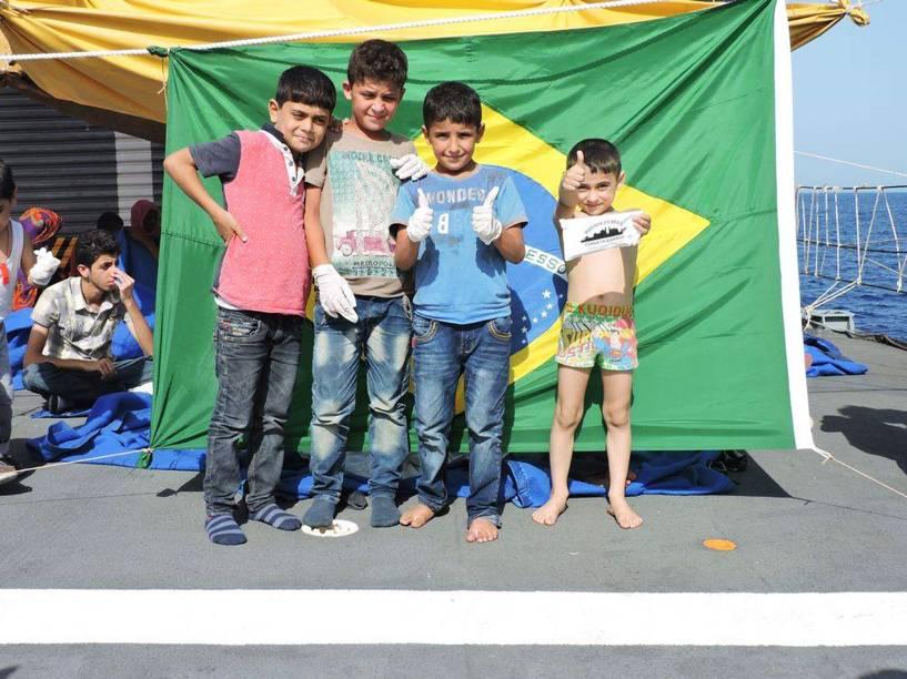 A maioria das pessoas salvas pelo navio brasileiro é composta por mulheres e crianças, dentre elas quatro bebês - 05/09/2015