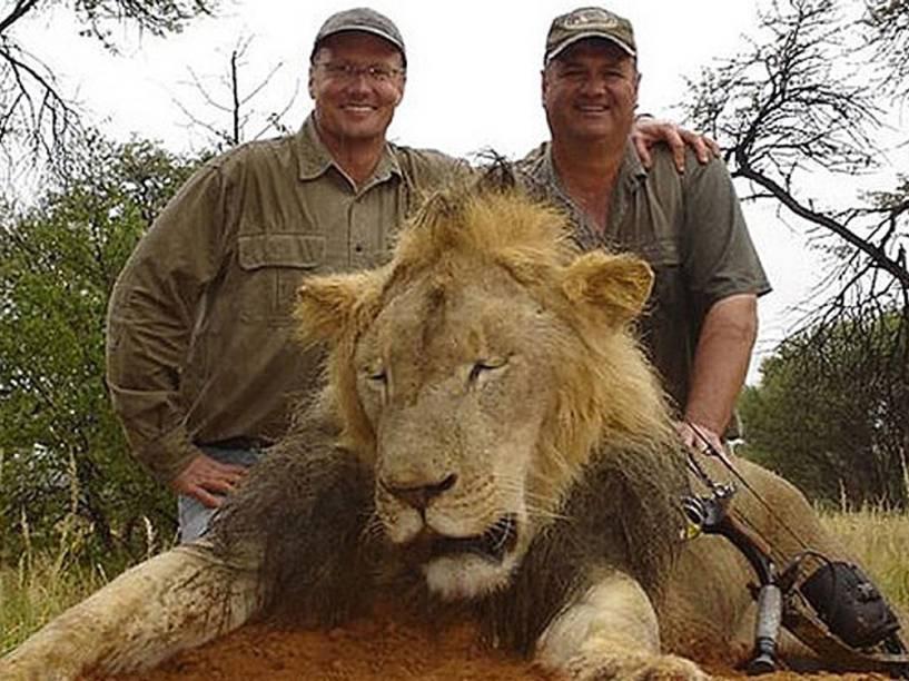 <p>O dentista norte-americano Walter James Palmer (esquerda), responsável pela morte do leão Cecil no Zimbábue</p>
