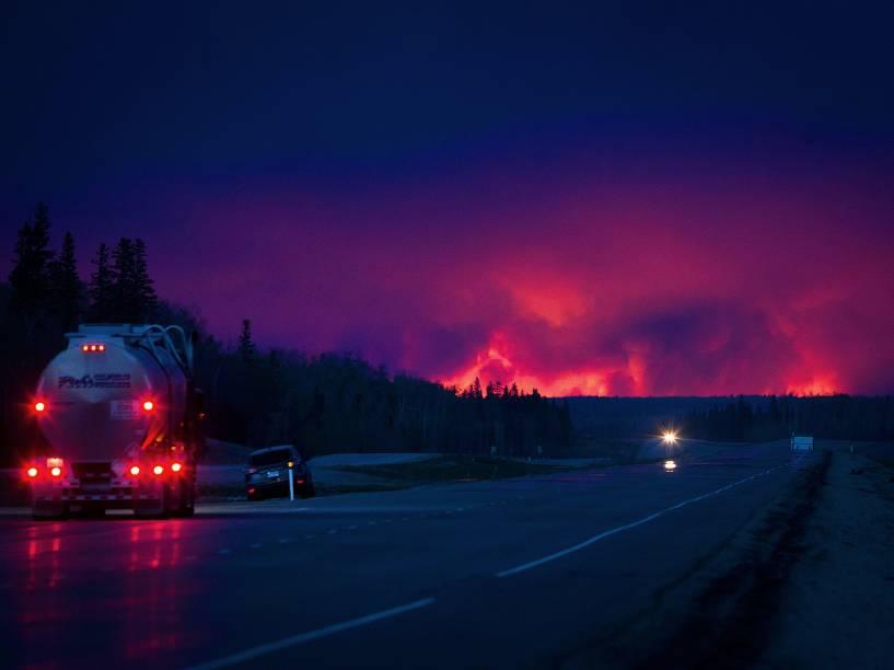 Incêndio florestal atinge a cidade de Fort McMurray, no Canadá, forçando os mais de 80 mil habitantes da região a deixarem suas casas - 04/05/2016