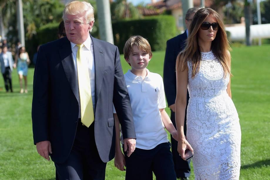 Donald Trump, seu filho Barron e sua esposa Melania durante evento em Palm Beach, na Flórida - 04/01/2015