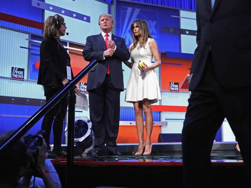 O candidato republicano Donald Trump e sua esposa Melania após o primeiro debate presidencial de horário nobre promovido pelo canal FOX News e Facebook na Quicken Loans Arena, em Cleveland, Ohio - 06/08/2015