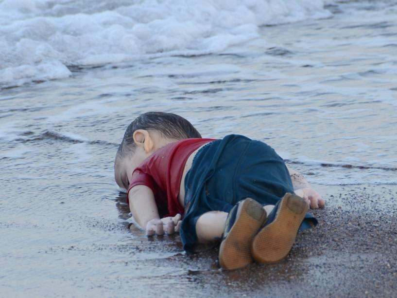 Aylan Kuri, 3, morto por afogamento em uma praia dos principais destinos turísticos da Turquia. A criança era um dos 12 refugiados sírios que morreram afogados tentando chegar à ilha grega de Kos - 02/09/2015