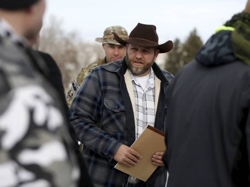 Ammon Bundy, um dos líderes dos milicianos armados que ocupam o parque nacional no Estado do Oregon (EUA) chega para uma coletiva com a imprensa