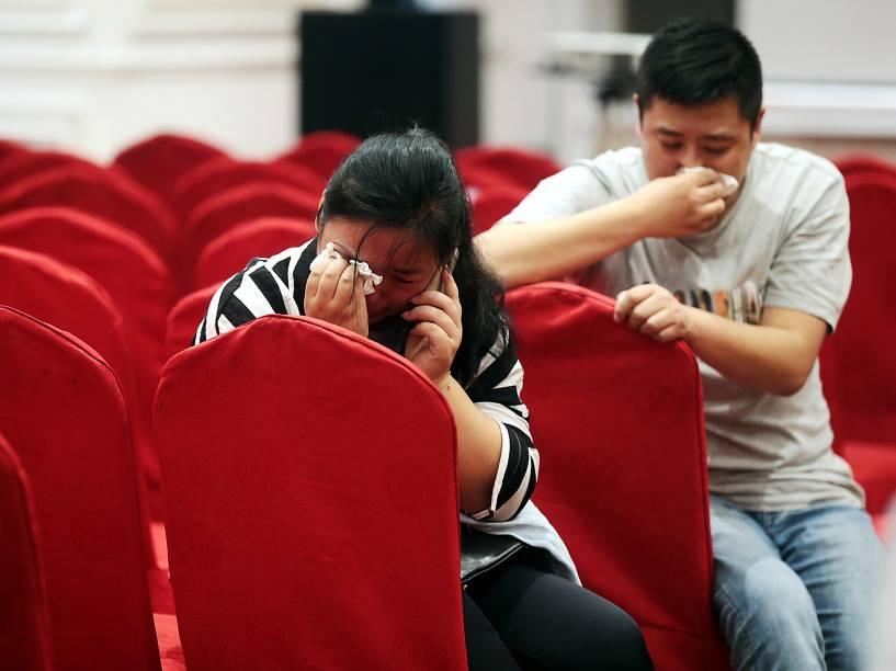 Parentes de passageiros do navio naufragado esperam por notícias em um hotel da cidade de Nanjing, na China - 02/06/2015