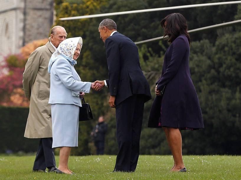 Presidente dos Estados Unidos Barack Obama e a primeira-dama Michelle cumprimentam a Rainha Elizabeth II e o Príncipe Phillip, Duque de Edinburgh, em visita do presidente a Londres - 22/04/2016