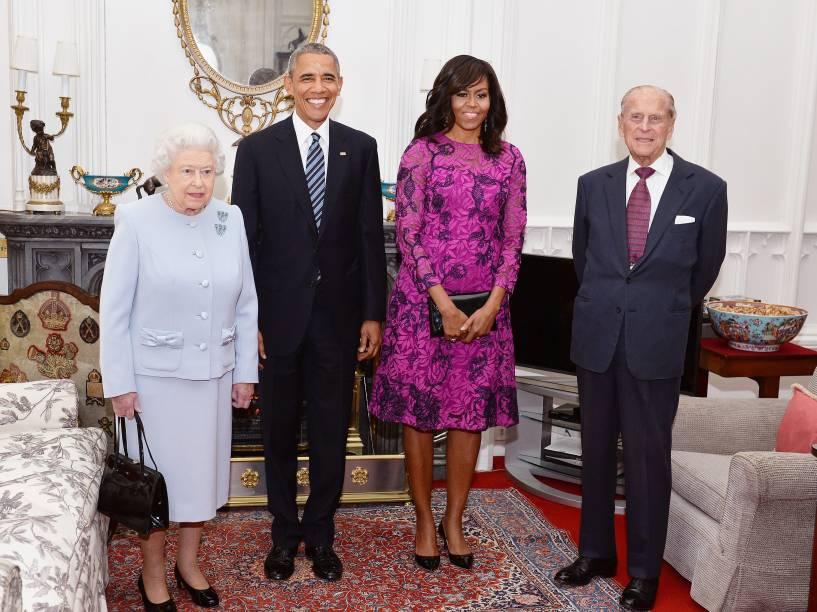 Presidente dos Estados Unidos Barack Obama e a primeira-dama Michelle posam ao lado da Rainha Elizabeth II e o Príncipe Phillip, Duque de Edinburgh, em visita do presidente a Londres - 22/04/2016