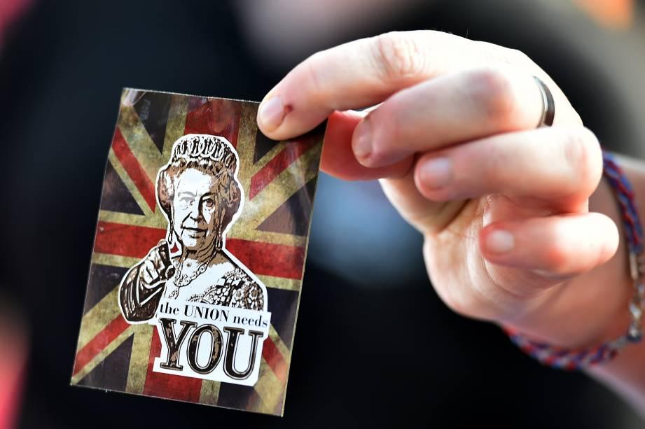 Cartão com a imagem da Rainha Elizabeth II em apoio à manutenção da Escócia no Reino Unido - 13/09/2014