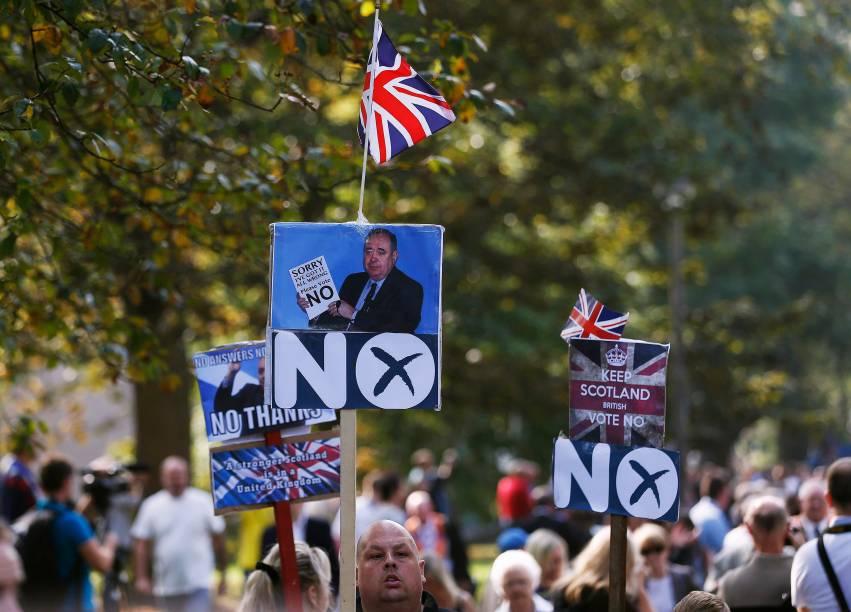 Milhares de protestantes da Irlanda do Norte e Escócia marcharam pelo centro de Edimburgo em apoio à manutenção da Escócia ao Reino Unido - 13/09/2014