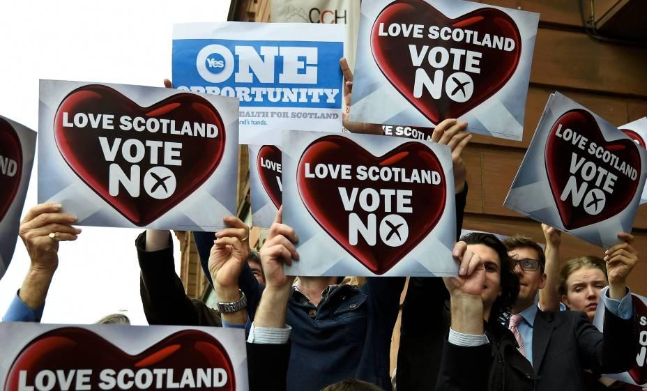 Votos de sim e não são vistos nas ruas de Glasgowem relação à independência da Escócia - 17/09/2014
