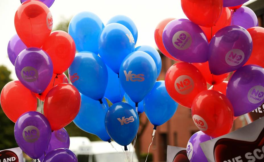 Balões escrito SIM e NÃO são fotografados nas ruas de Glasgow, na Escócia,após campanha do NÃO - 17/09/2014