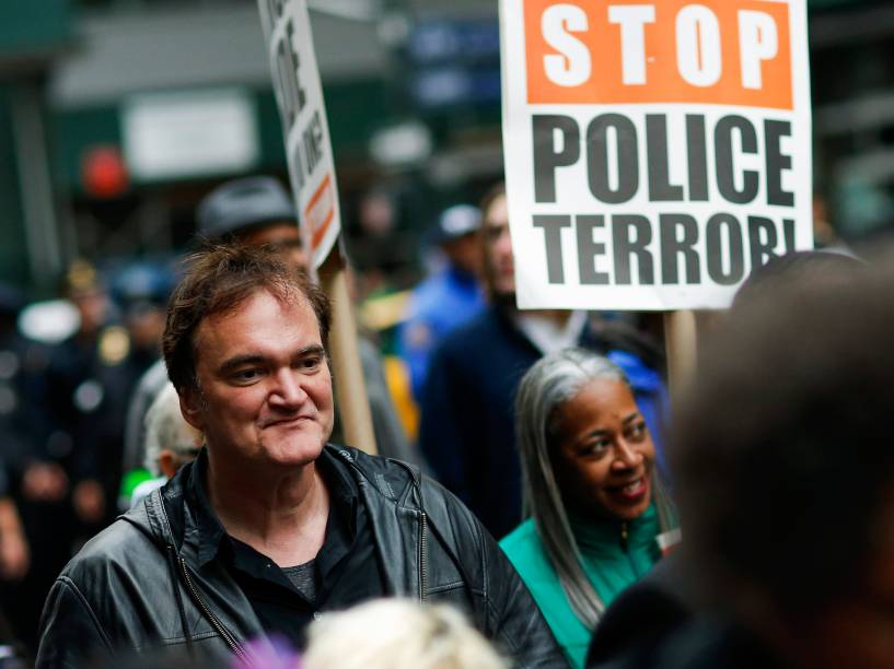 O diretor de cinema Quentin Tarantino participa de protesto contra a brutalidade policial em Nova York - 24/10/2015