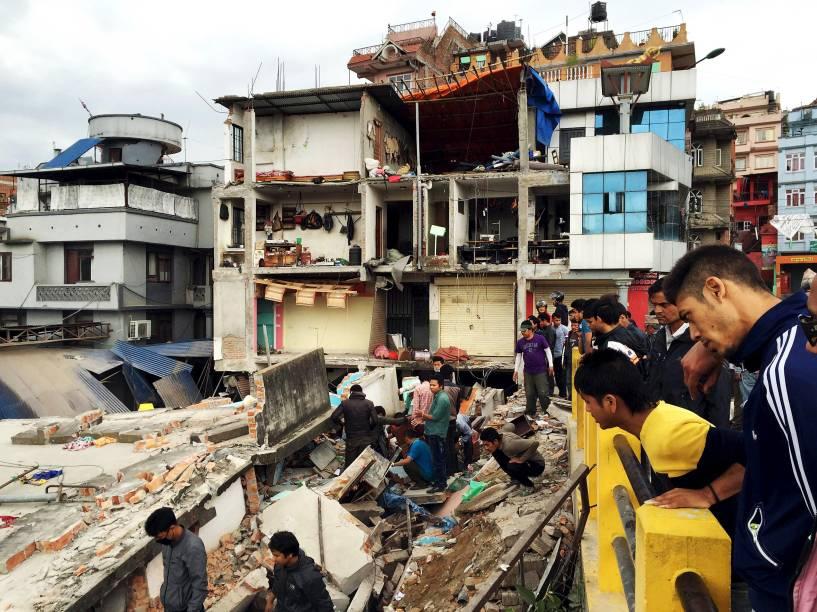 O terremoto de magnitude 7,8 atingiu o oeste da antiga capital do Nepal de Katmandu, deixando centenas de mortos - 25/04/2015