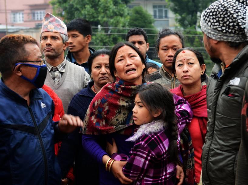 Mulher chora a morte de um membro da família vítima do terremoto de magnitude 7,8 em Katmandu, Nepal - 26/04/2015