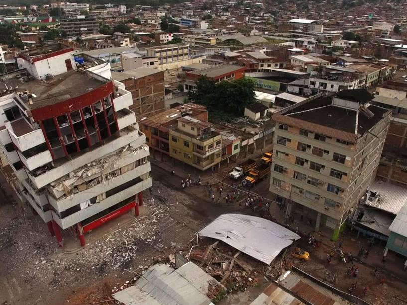 Imagem obtida por um drone mostra a destruição provocada pelo terremoto de 7,8 graus de magnitude na cidade de Portoviejo, no Equador - 17/04/2016