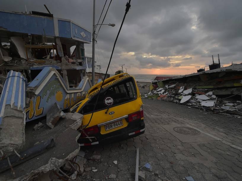 Imagem da destruição na cidade equatoriana de Pedernales, uma das mais atingidas pelo terremoto de 7,8 graus na escala Richter atingiu o país - 17/04/2016