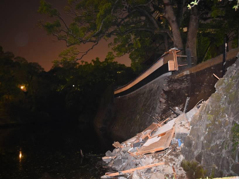 Parede de pedras do Castelo de Kumamoto fica parcialmente destruída após terremoto que atingiu o sudoeste do Japão - 14/04/2016