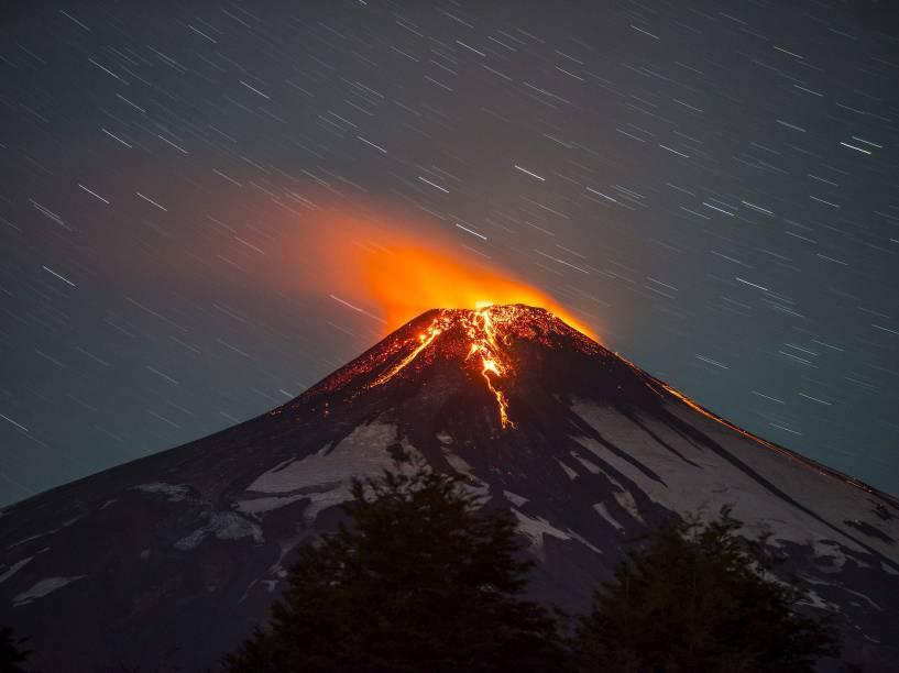 <p>O vulcão Villarrica, que se localiza na região de La Araucanía, no sul do Chile, entrou em erupção provocando a evacuação de milhares de pessoas - 03/03/2015</p>