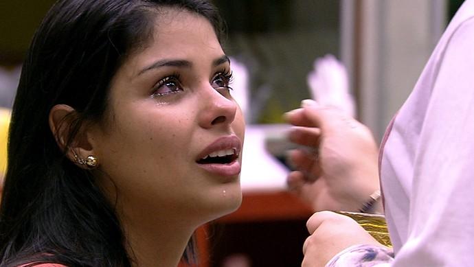 A participante Munik, a musa da casa, foi às lágrimas