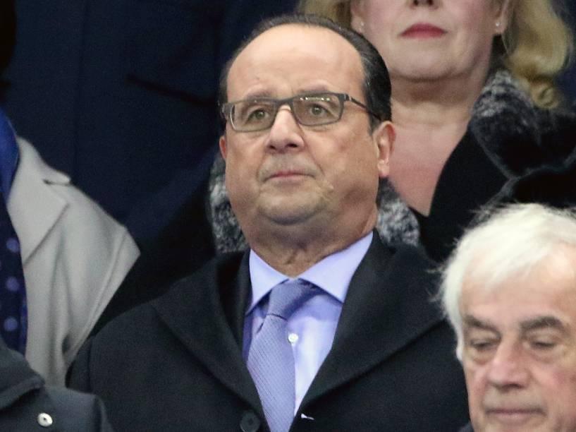 O presidente francês, François Hollande acompanha o amistoso contra a Alemanha no Stade de France em Paris - 13/11/2015