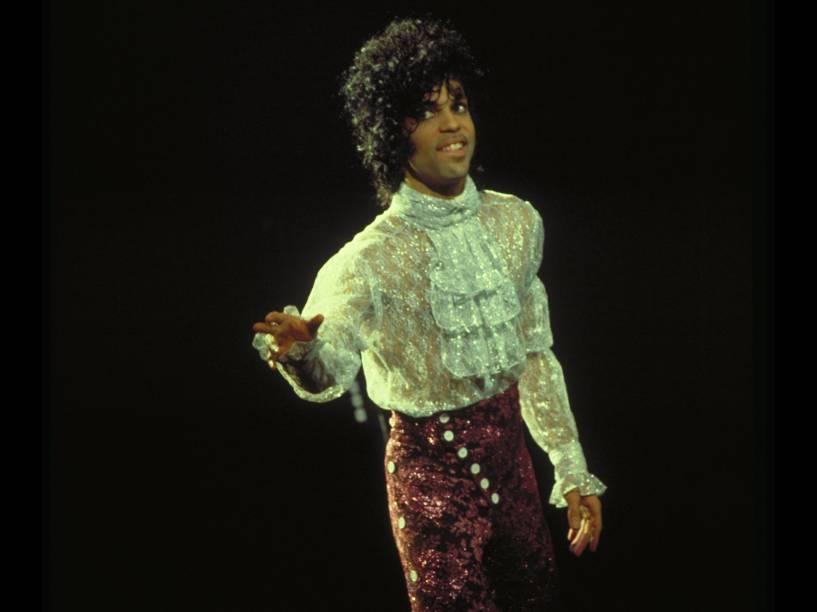 Prince durante show da turnê do disco Purple Rain em Chicago (EUA) no ano de 1984