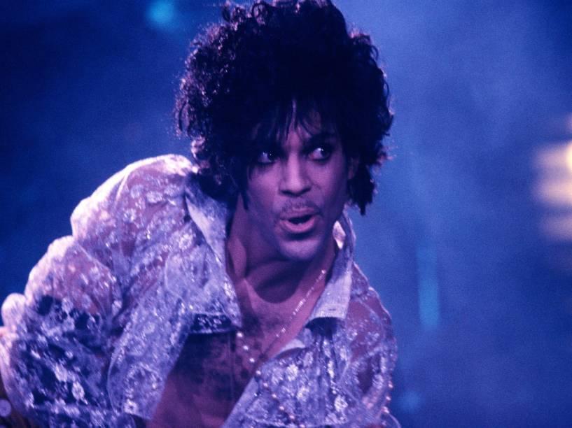 Prince durante show da turnê do disco Purple Rain em Nova York (EUA) no ano de 1984