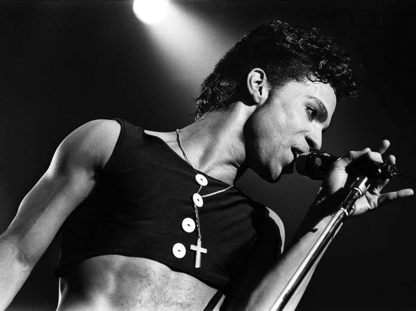 Prince durante show em Roterdã, na Holanda em 1986