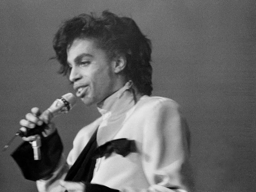 Prince durante apresentação no estádio Galgenwaard em Utrecht, na Holanda em 1987