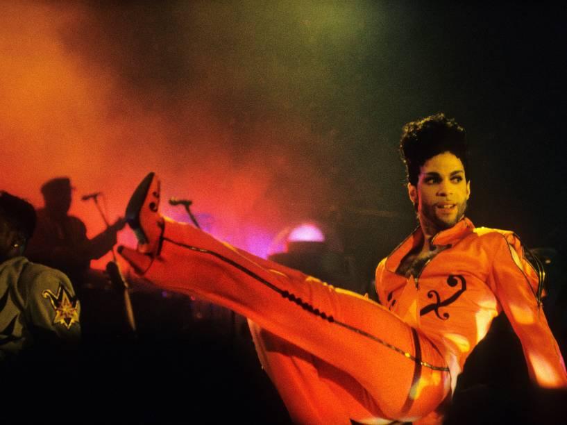 Prince durante show em Roterdã, na Holanda em 1992