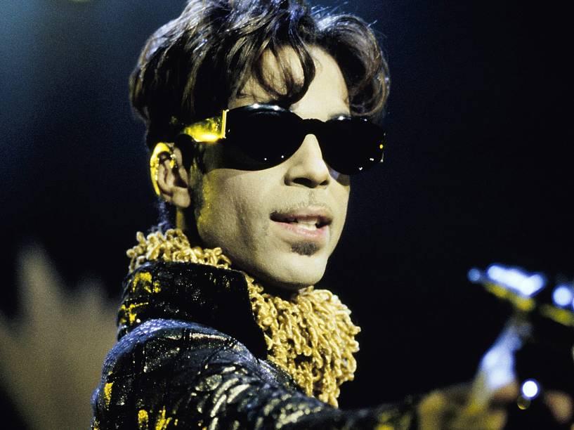 Prince durante apresentação no Shoreline Amphitheater em Mountain View, na Califórnia (EUA) no ano de 1997
