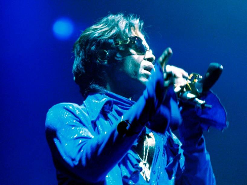 Prince durante apresentação em Roterdã na Holanda em 1998