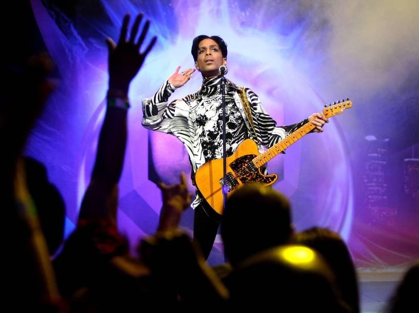 Prince durante show em Los Angeles, na Califórnia (EUA) no ano de 2009