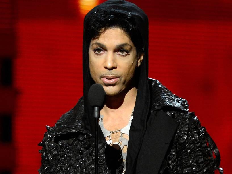 Prince durante apresentação no Grammy em 2013