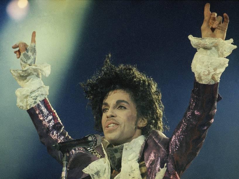 Prince durante apresentação em Inglewood, na Califórnia no ano de 1985