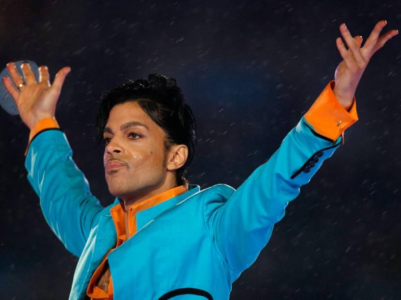 Cantor Prince se apresenta durante o intervalo do SuperBowl em 2007, em Miami (EUA)