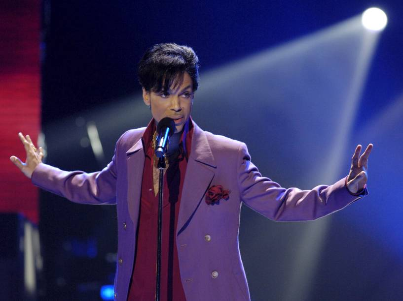 Prince durante performance na final do American Idol em 2006