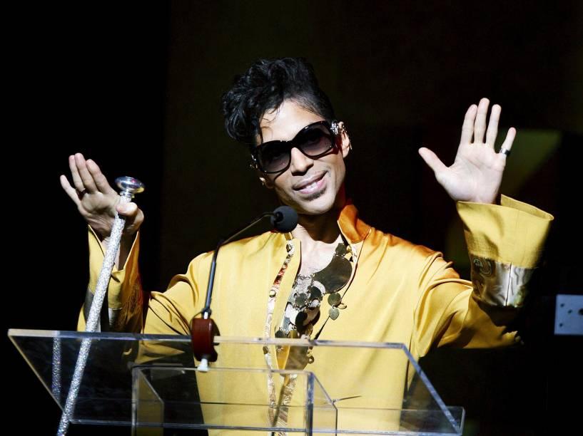 Prince durante cerimônia de aniversário de 75 anos do Teatro Apollo em Nova York em 2009