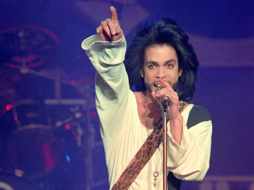 Prince durante show no estádio Parque dos Príncipes em Paris no ano de 1990