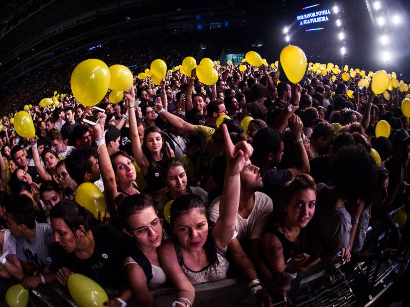 Coldplay leva multidão ao Allianz Parque durante show da turnê A Head Full of Dreams - 07/04/2016
