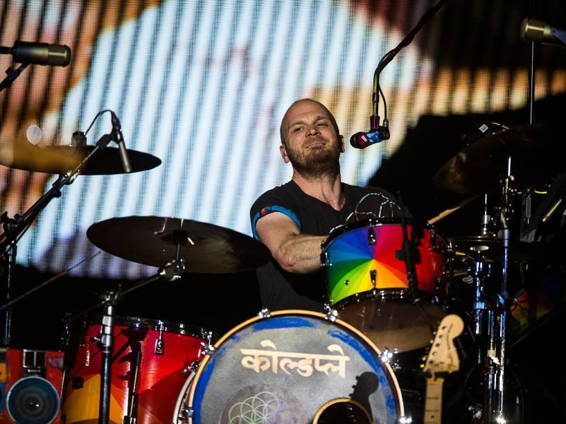 O bateirista Will Champion do Coldplay durante show da turnê A Head Full of Dreams em São Paulo