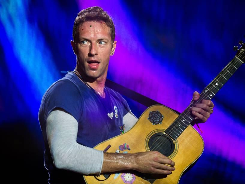 Chris Martin, vocalista do Coldplay durante show da turnê A Head Full of Dreams em São Paulo - 07/04/2016