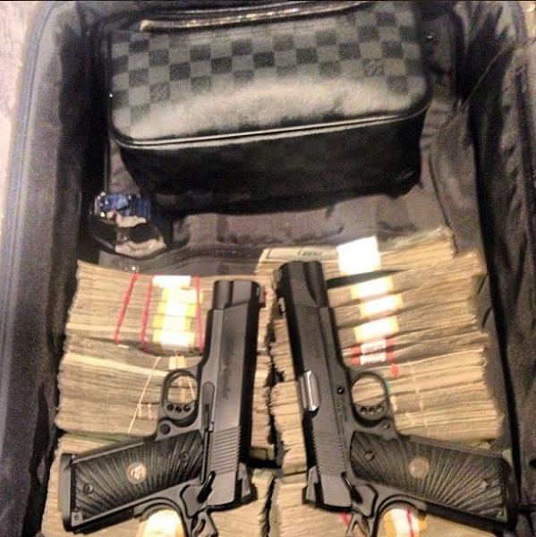 Armas e dinheiro de um narco ostentação